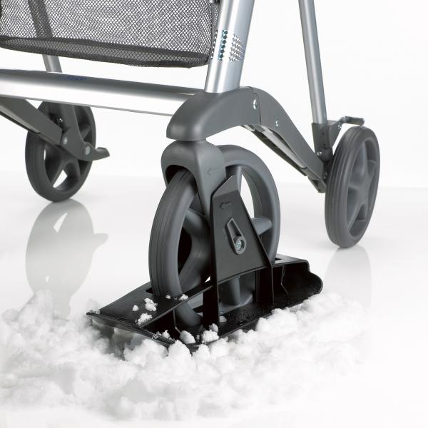 Active-rollator-skiis-in-snow